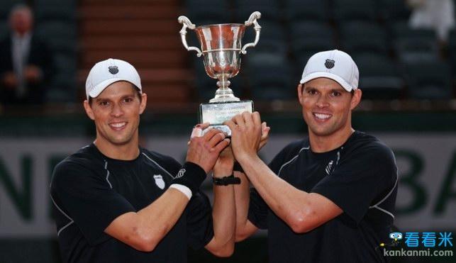 布莱恩兄弟抢七逆转本土组合 时隔10年再夺法网男双冠军