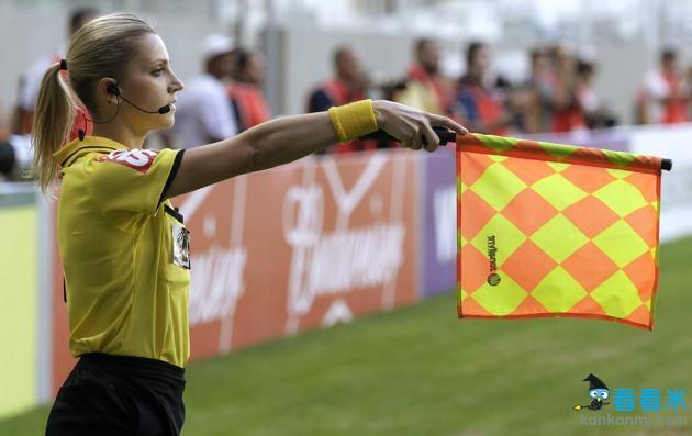 秀色世界杯:巴西美女裁判走红 金发碧眼迷倒万千球迷