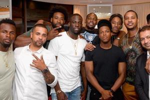 安东尼组织美国男篮全体球员聚餐